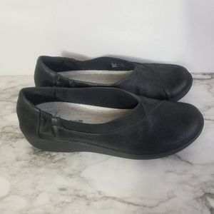 Brand new size 8 Clarks cloudsteppers flats